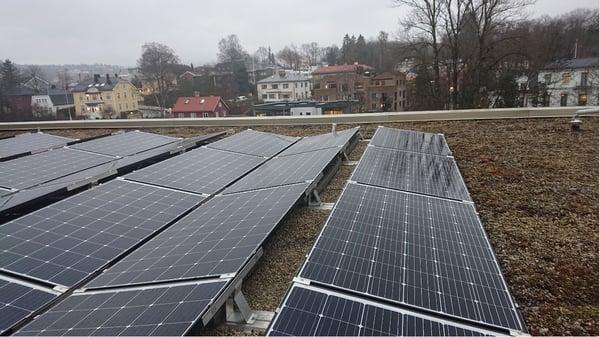 Skøyen Atrium, solceller på grus