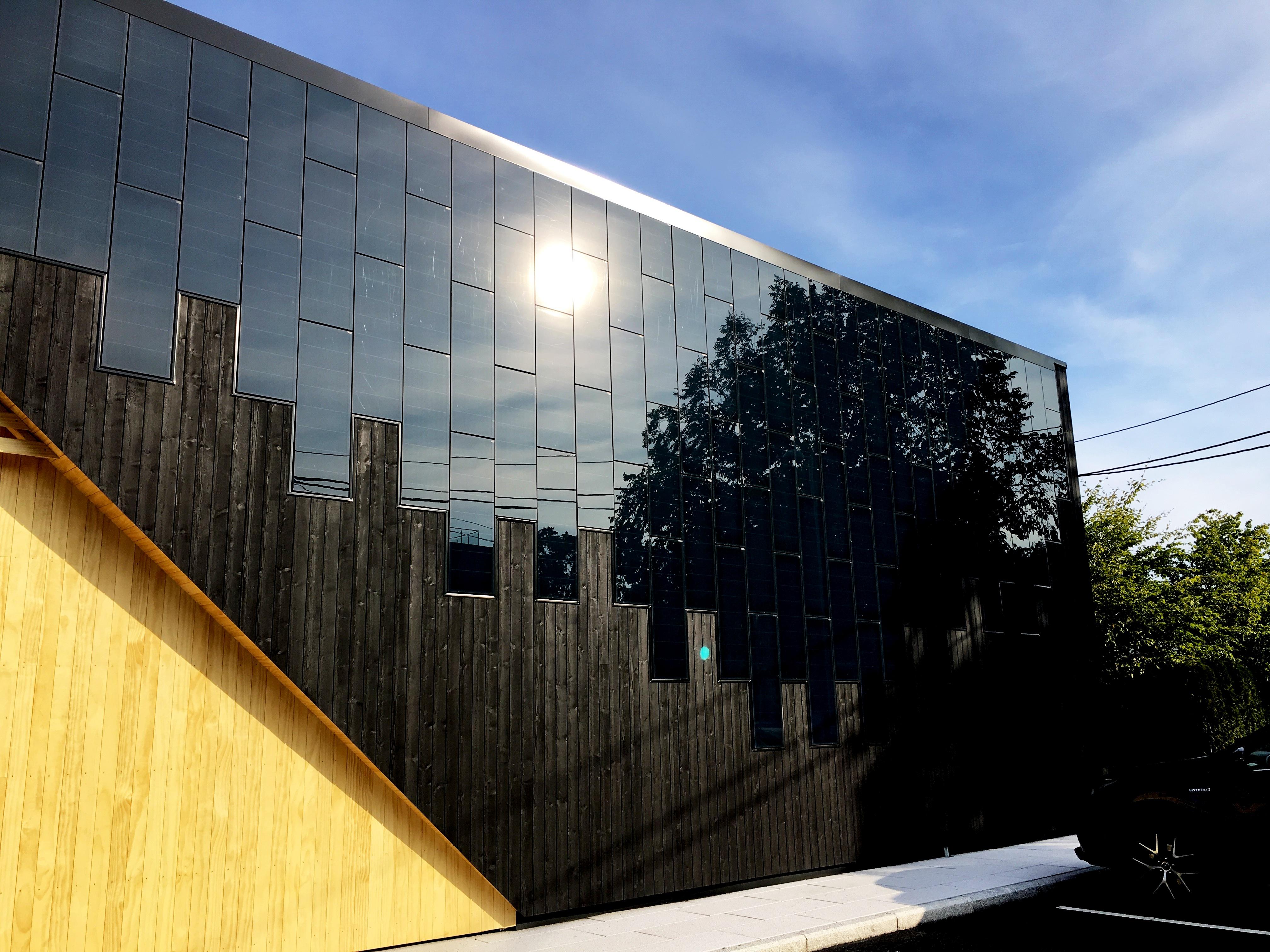 Inspirasjon! Trebygg med solceller i fasaden